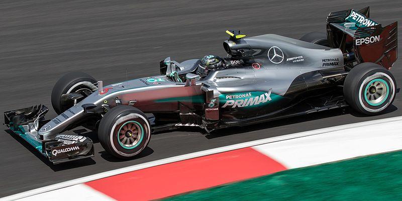 Nico+Rosberg+flies+around+the+twists+and+turns+of+the+Malaysian+Grand+Prix+Circuit.