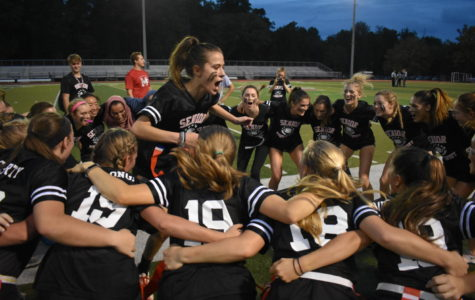 Seniors win second straight Powderpuff game