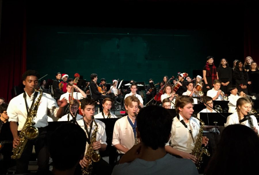 McLean%27s+jazz+band+features+a+saxophone+solo+during+the+holiday+concert.+%28Photo+by+Anya+Chen%29