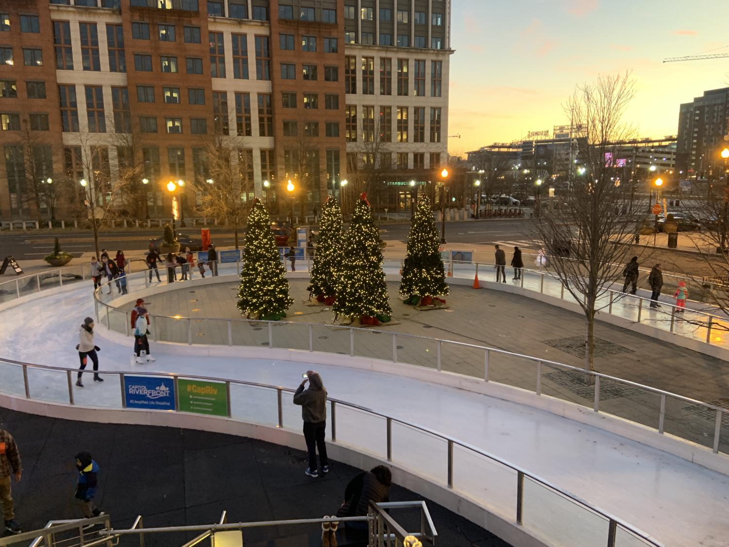 Beautiful views of the figure-8 shaped ice skating rink in Canal Park.