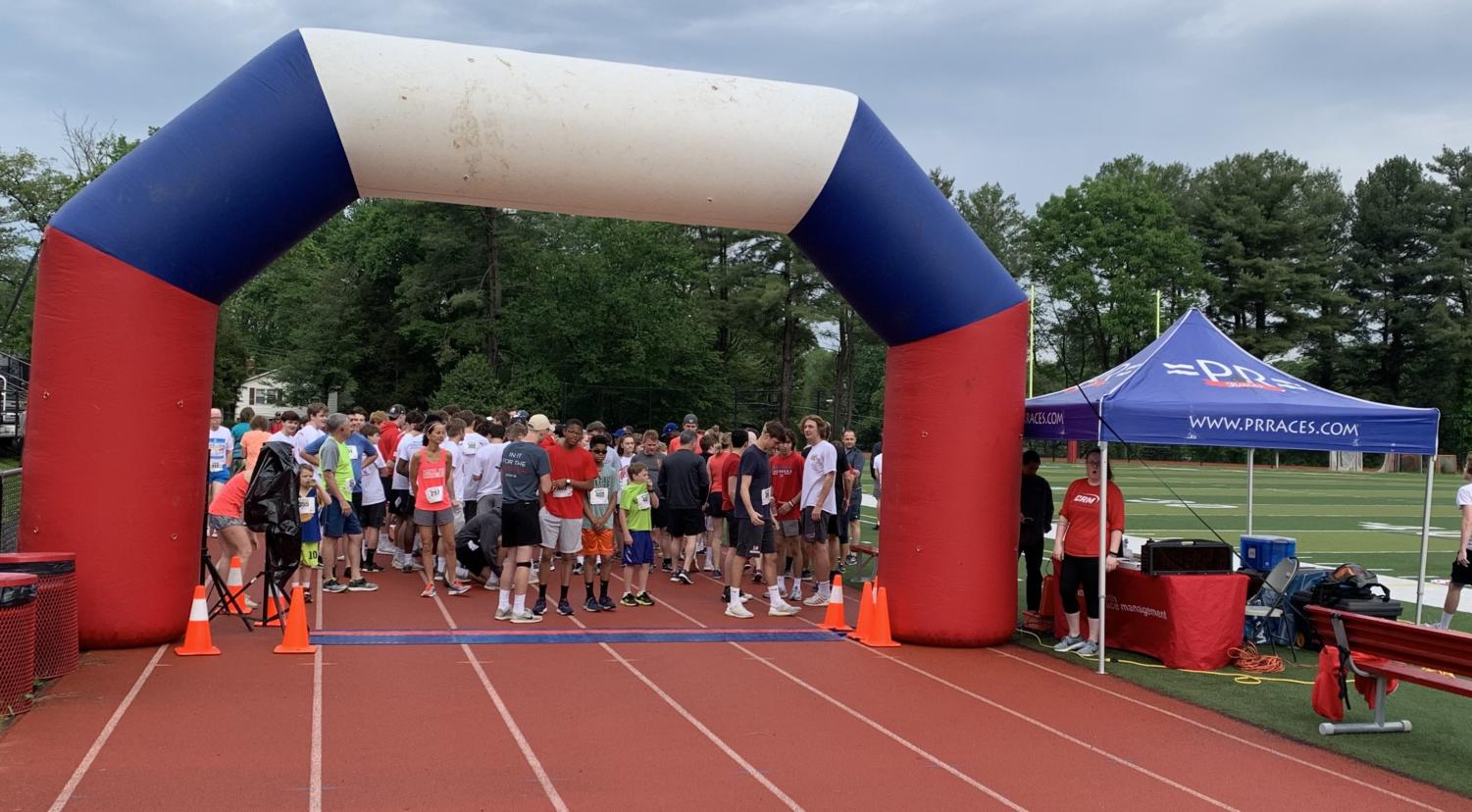Many members of the McLean community came to run the 5k last saturday morning. (Photo courtesy of Tzeitel Barcus).