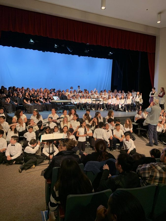Chorus+students+get+ready+to+perform