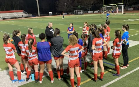 Girls varsity soccer team kicks off season