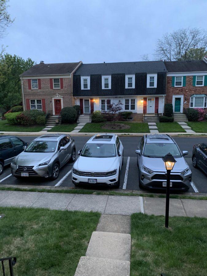neighborhood with people going to work is now quiet.