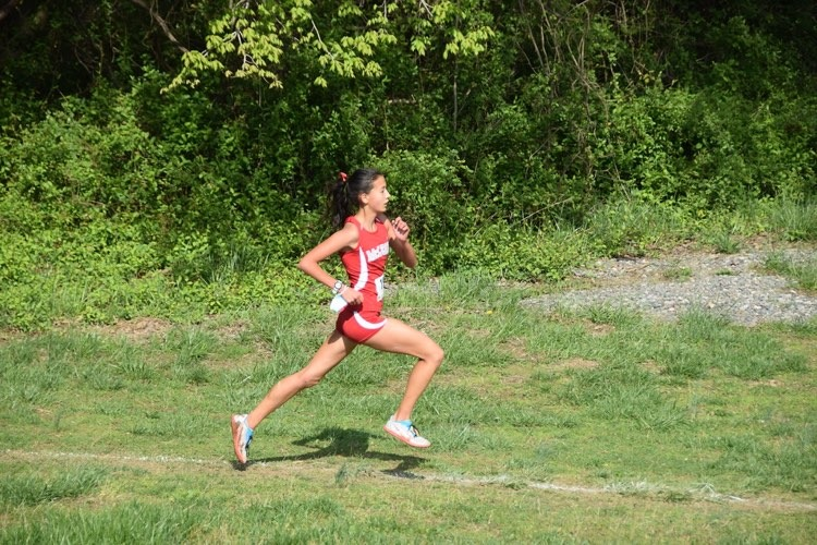Thais Rolly wins Cross Country state competition