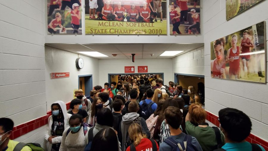Overcrowded+hallways+make+social+distancing+impossible+while+changing+classes.+Without+a+robust+case+handling+procedure%2C+there+is+a+higher+risk+of+outbreak+in+the+school+environment.