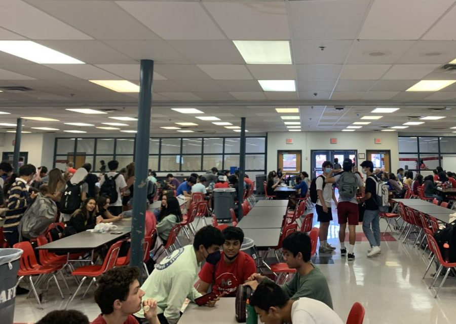 McLean+students+gather+for+lunch+time+where+they+see+their+friends+and+take+a+break+from+class.+A+lunch+is+a+very+packed+lunch+due+to+many+students+being+very+hungry+and+eager+to+eat.
